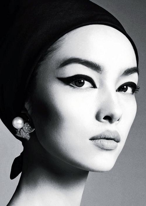 Asian beauty Big Eyeliner