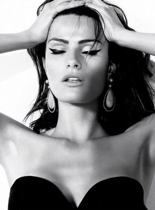 Glamourous Goddess Big Eyeliner