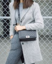 Relaxed grey look and the perfect black Chanel Boy bag